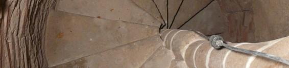 Az Alsó templom kőből készült csigalépcsőinek és oltárainak felújítása