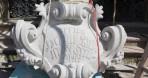 A Felső templom portálja gazdagabb lett egy kartussal